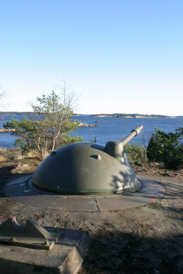 Bevarad pjäs på Femörefortet utanför Oxelösund. Tre liknande pjäser har funnits på Bergön. Foto: Lars A Hansson