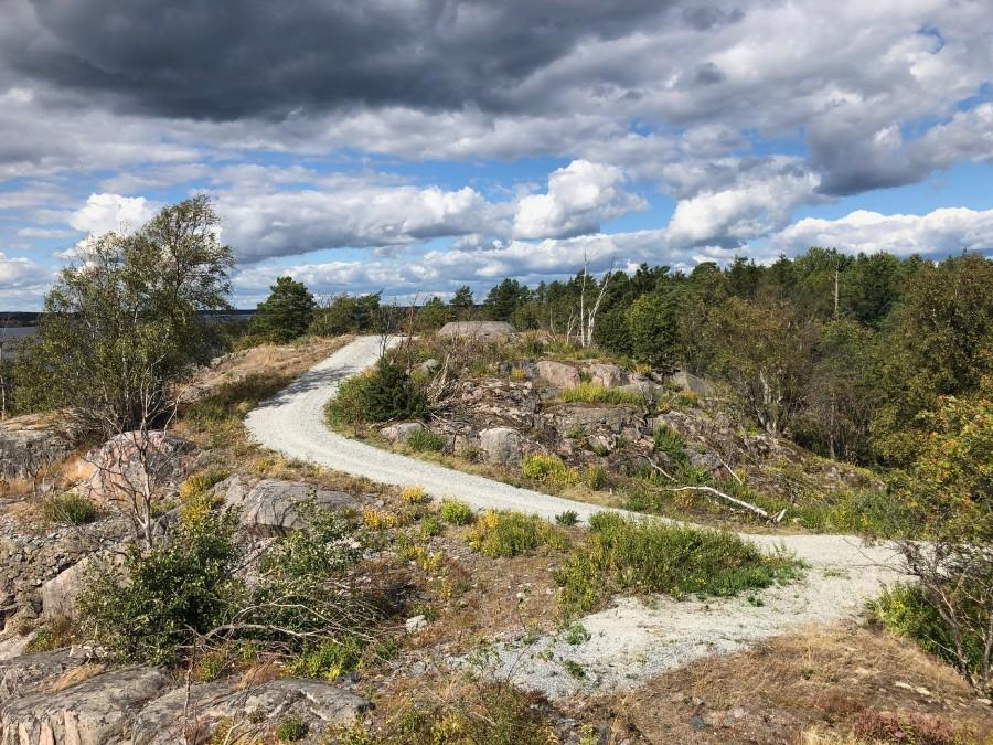 Grusvägarna som finns på Bergön i nuläget ska bestå.