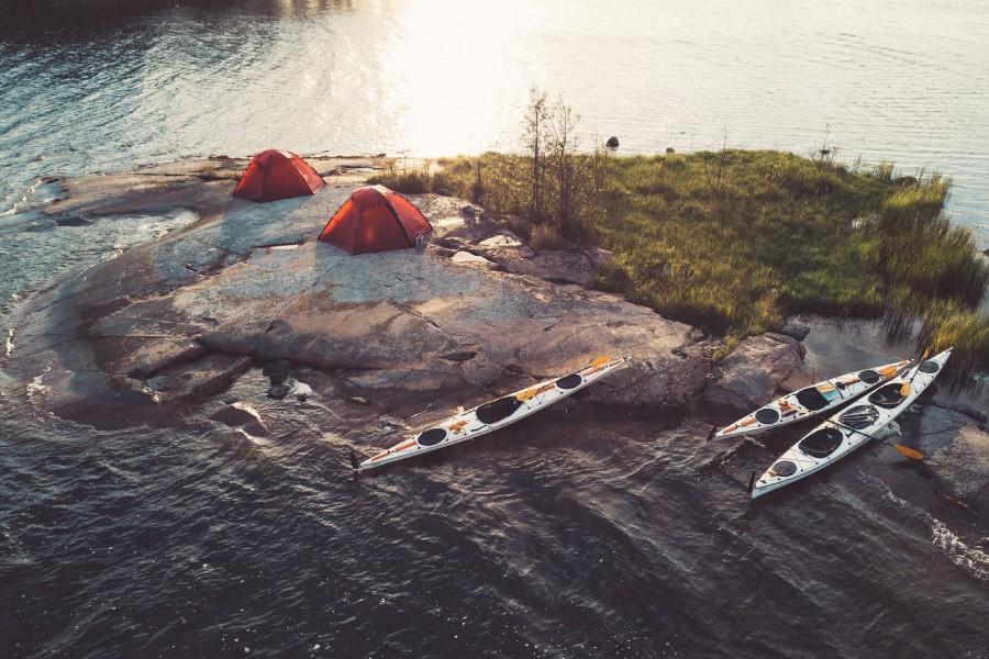 Sankt Anna Skärgård är en populär plats för kajak- och kanotpaddling. Foto: Do The North.